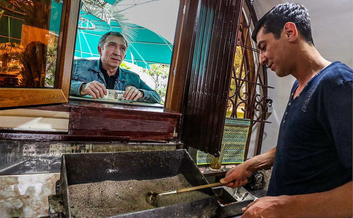 В Абхазии попросили узаконить использование рубля в стране