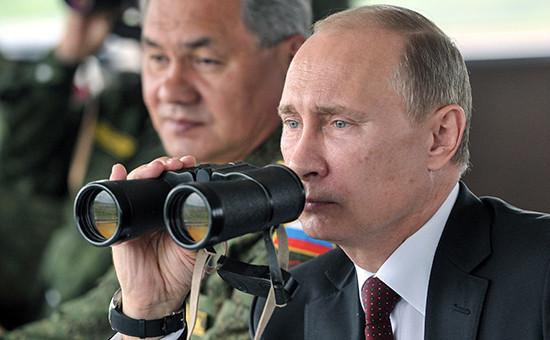 Президент России Владимир Путин и министр обороны Сергей Шойгу