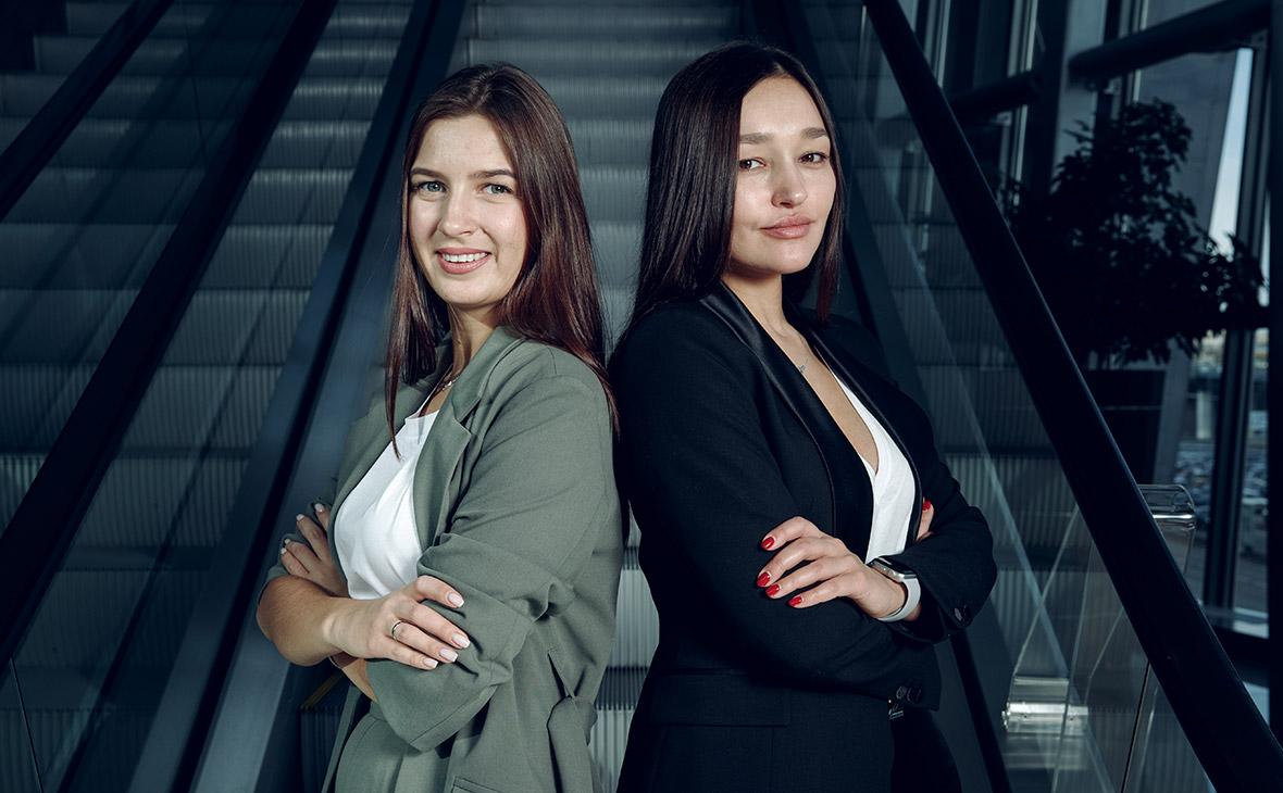 Алена Целовальникова и Леся Фетисова(слева направо)