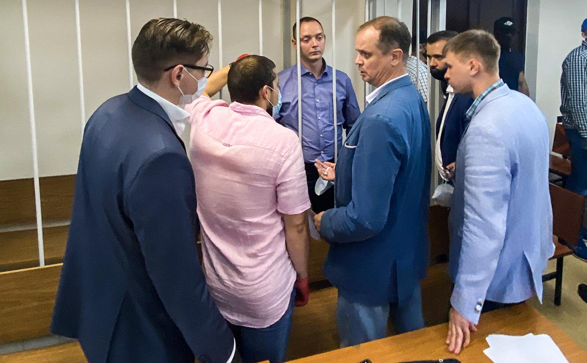 Иван Сафронов и его адвокаты в Лефортовском суде