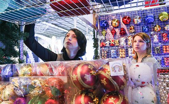 Посетители навыставке «Christmas Time. 100 дней доНового года» вЦДХ