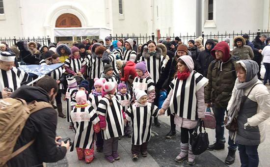 Митинг валютных заемщиков возле центрального офиса банка «ДельтаКредит»