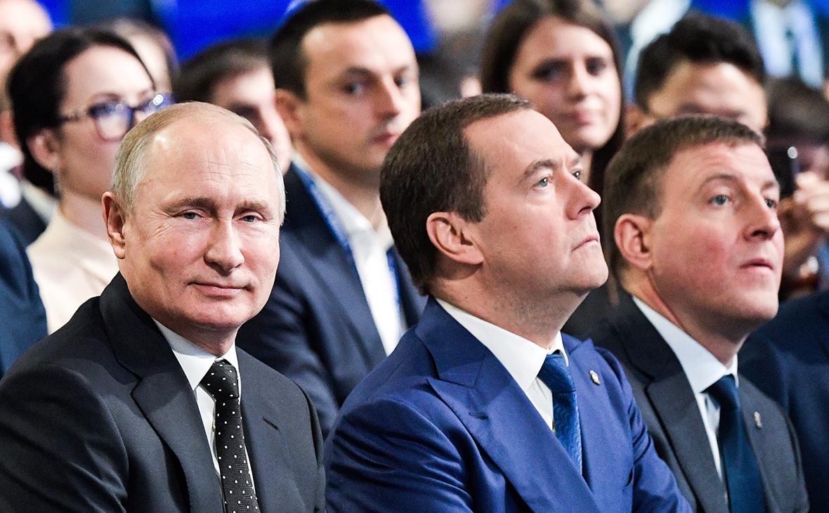 Владимир Путин, Дмитрий Медведев и Андрей Турчак (слева направо)