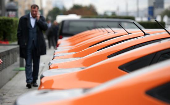 Автомобили напарковке Московского каршеринга наНовом Арбате