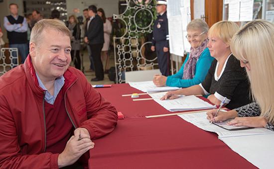 Глава Республики Марий Эл Леонид Маркелов наизбирательном участке вЕдиный день голосования