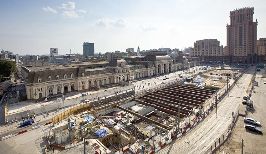 Фото  ТАСС   Сергей Узаков. Архсовет Москвы одобрил строительство подземного  торгового центра на Павелецкой площади ... 2f825182666