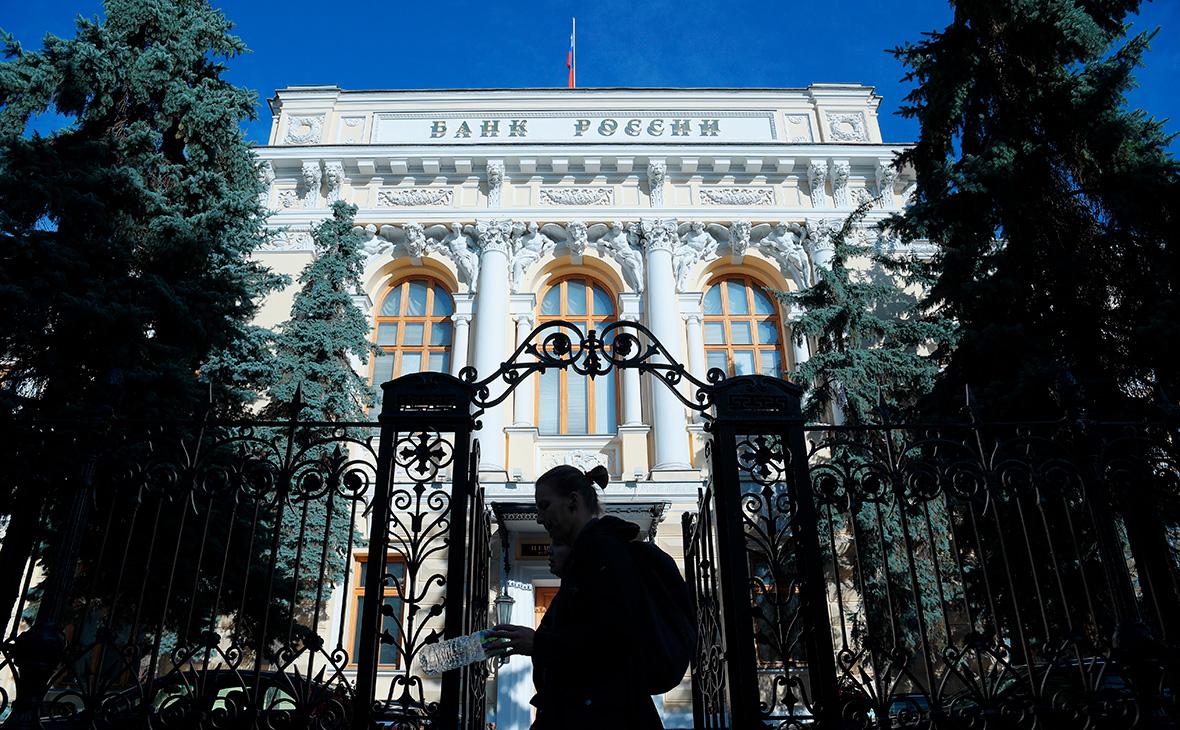 ЦБ предложил дать ему новые полномочия по контролю за долгами россиян