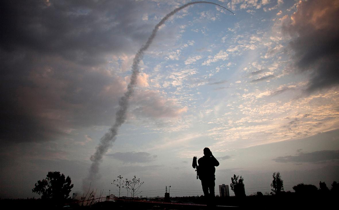 Пуск ракеты из системы ПРО «Железный купол» для перехвата и уничтожения, поступающего ракетного обстрела из Газы