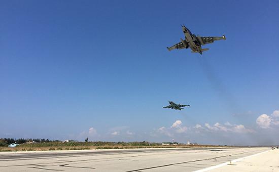 Штурмовики Су-25 взлетают саэродрома ХмеймимвСирии
