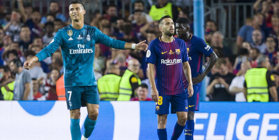 Лидер «Реала» Криштиану Роналду и футболисты «Барселоны» Жорди Альба и Самюэль Юмтити (слева направо)