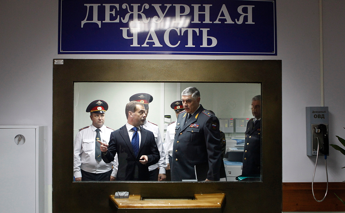 Медведев поручил ФСБ и МВД подумать над повышением доверия к ним бизнеса