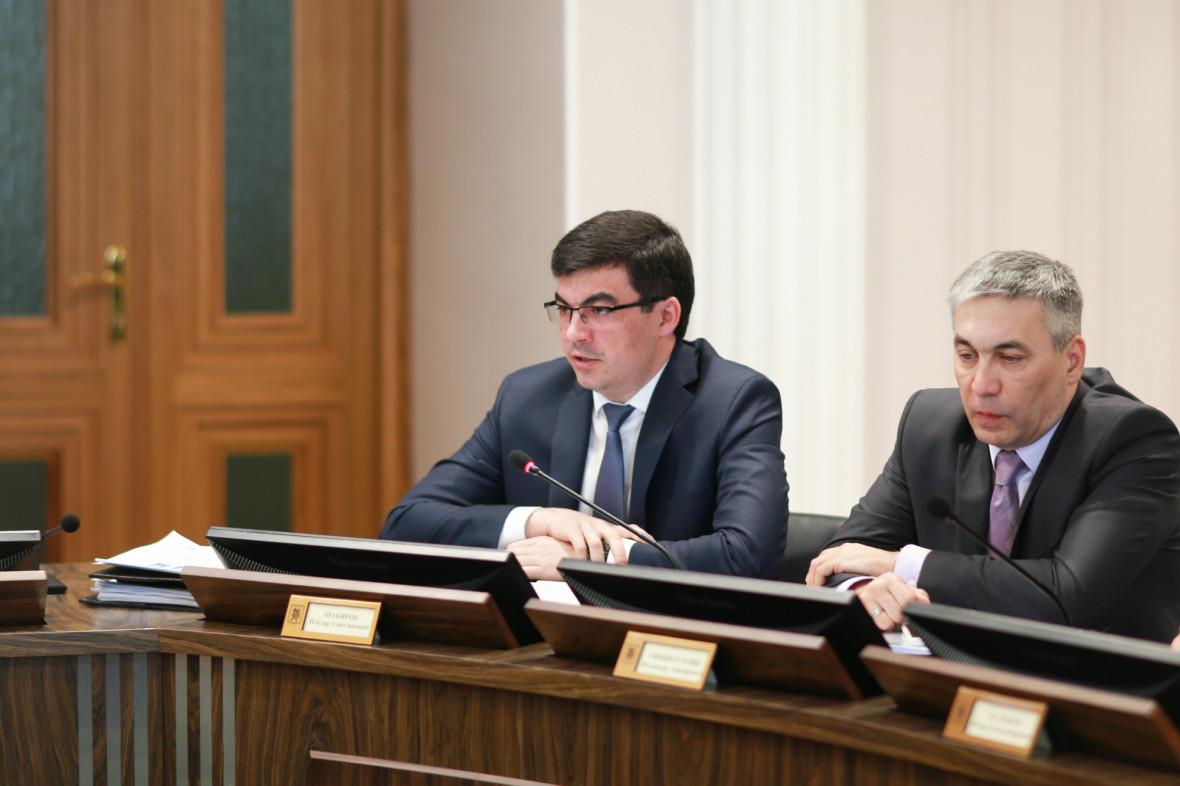 замруководителя исполкома Казани Ильдар Шакиров (слева)