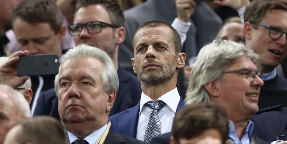 Глава УЕФА Александер Чеферин (по центру)
