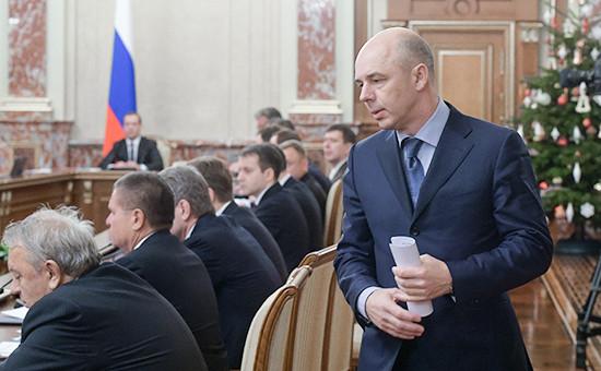 Глава Минфина Антон Силуанов назаседании кабинета министров вДоме правительства России. Декабрь 2015 года