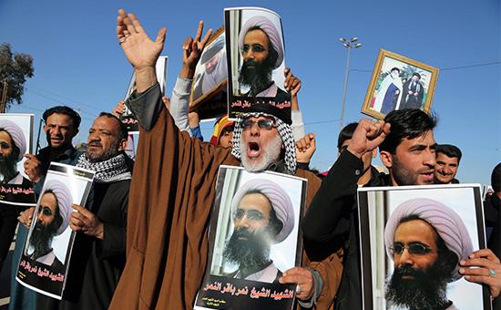 Протестующие шииты с портретами казненного проповедника Нимра аль-Нимра, Багдад, Ирак, 4 января 2016 год