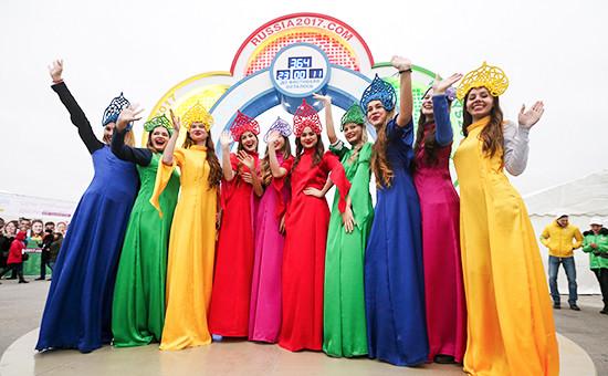 Во время церемонии запуска часов собратным отсчетом доначала XIX Фестиваля молодежи