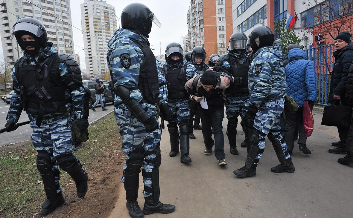 Полиция задерживает участника «Русского марша» в Люблино