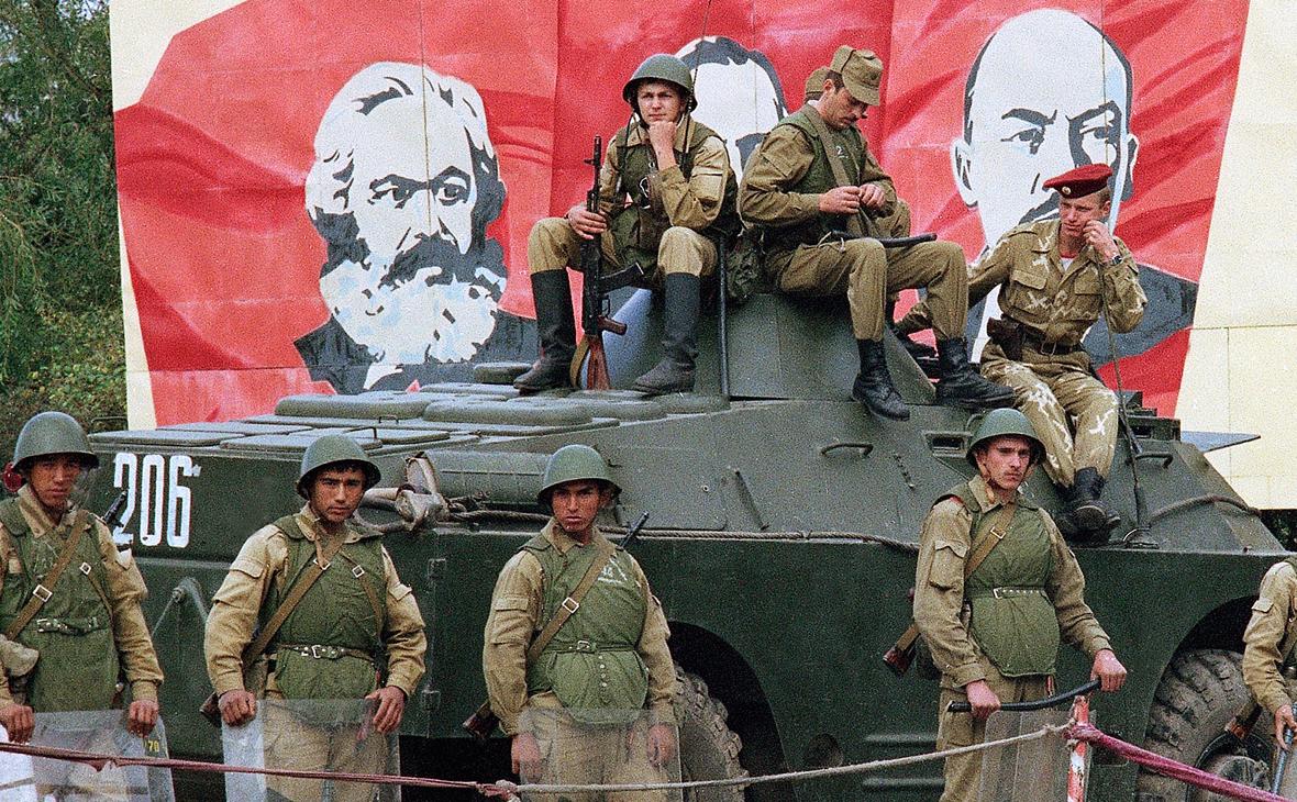 Советские войска охраняют Нагорный Карабах