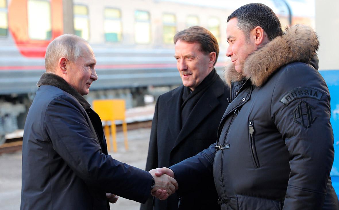 Владимир Путинво время посещения Тверского вагоностроительного завода