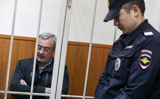 Глава Коми Вячеслав Гайзер (слева)