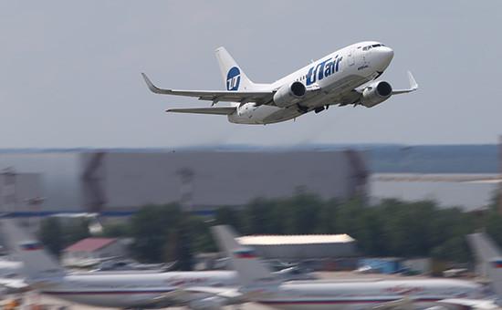 Самолет Boeing 737 авиакомпании «ЮТэйр» ваэропорту Внуково