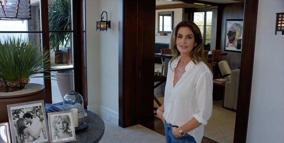 Синди Кроуфорд выставила на продажу пляжный дом в Малибу