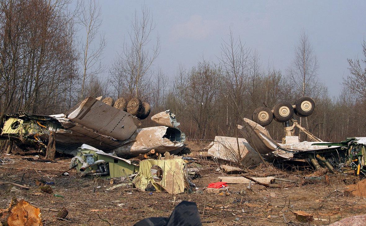 Обломки самолета Ту-154. Апрель 2010 года