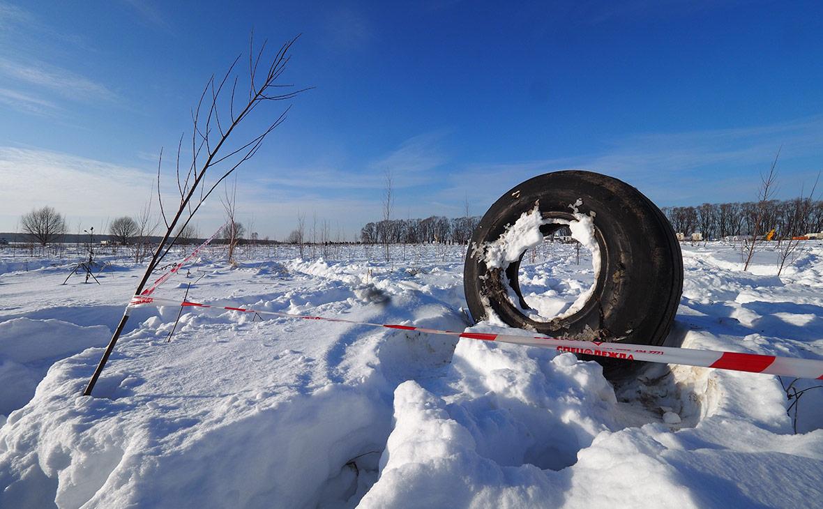 Обломки самолета на месте крушения Ан-148