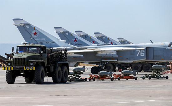Российские военные самолеты наавиабазе Хмеймим вСирии,18 июня 2016 года  