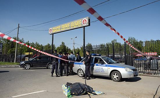 Работа сотрудников правоохранительных органов наХованском кладбище, 14 мая 2016 года