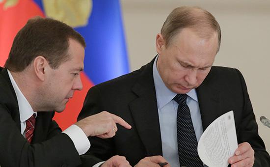 Президентский совет (справа — Владимир Путин) фактически возвращается к работе над национальными проектами, которая начиналась в 2005 году. Четыре из них в свое время курировал Дмитрий Медведев (слева)