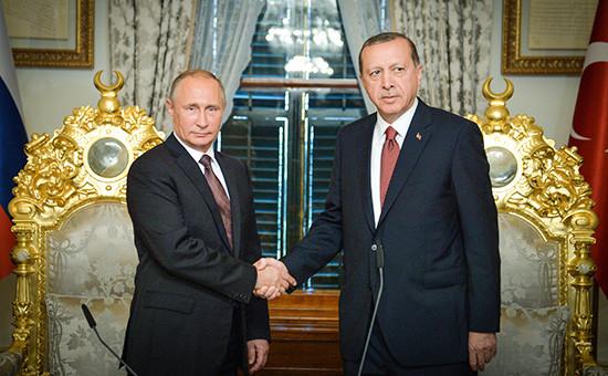 Президент России Владимир Путин ипрезидент Турции Реджеп Эрдоган (слева направо) вовремя встречи