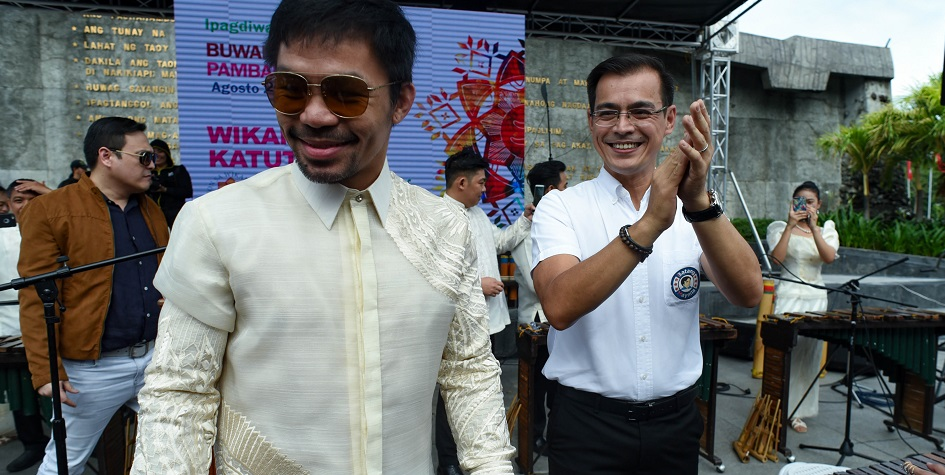 Боксер Мэнни Пакьяо (слева)