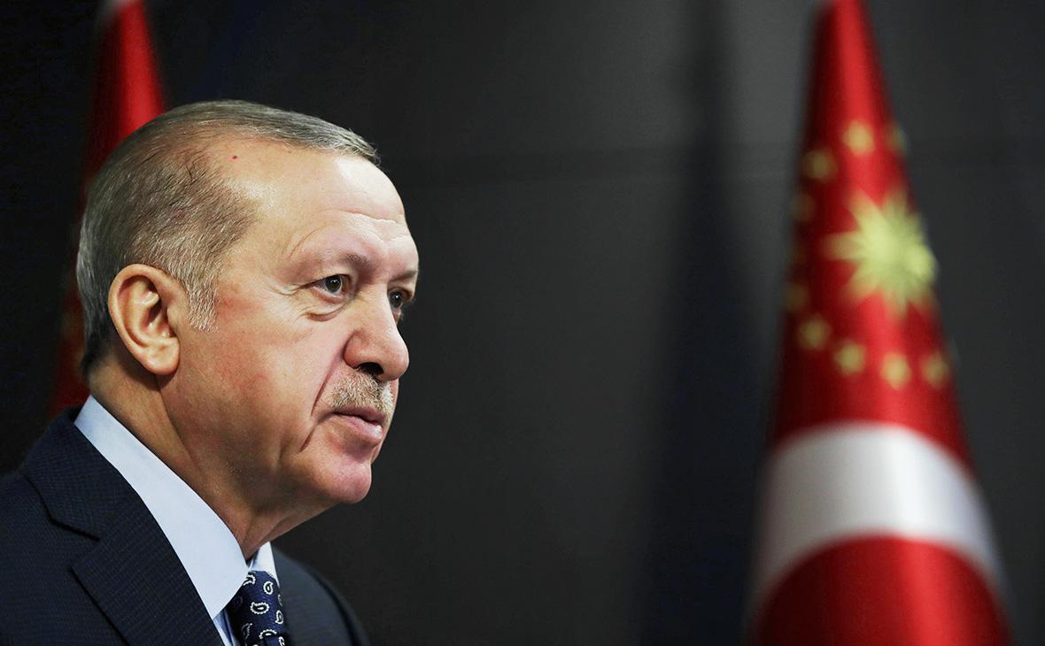 Эрдоган обвинил США и Россию в поставках оружия Армении
