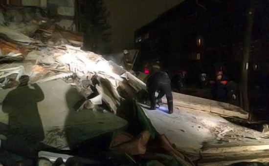 Спасательные работы на месте обрушения подъезда жилого дома в результате взрыва бытового газа