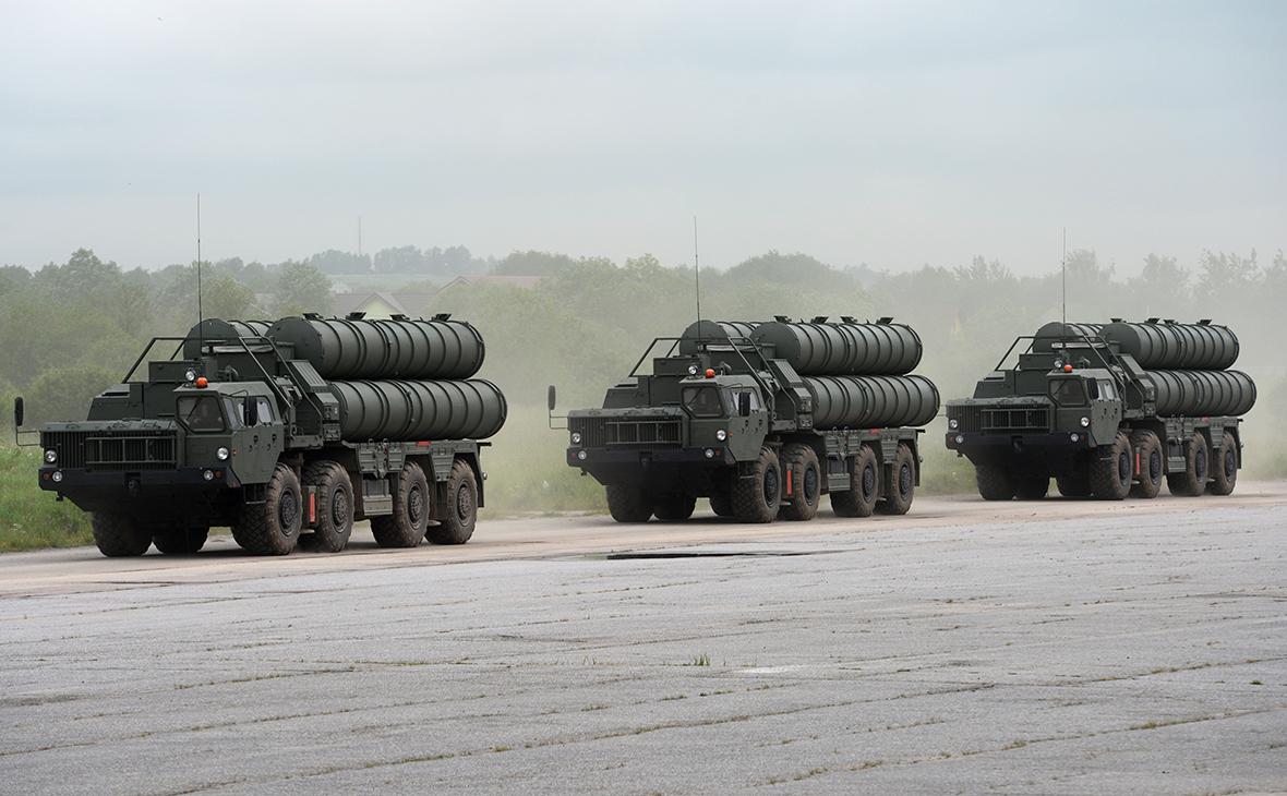 Зенитный ракетный комплекс С-400 «Триумф» в механизированной колонне