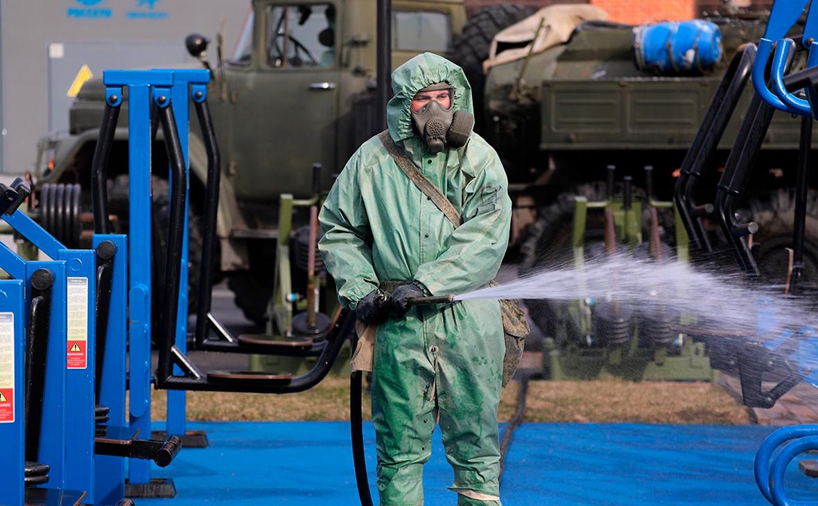 Путин поручил Минобороны рассмотреть привлечение армии к борьбе с вирусом