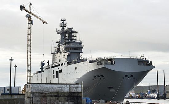 Универсальный десантный корабль ВМФ России «Севастополь» класса «Мистраль» вофранцузском порту Сен-Назер. Ноябрь 2014 года