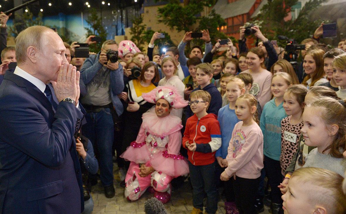 Владимир Путин во времяпосещения тематического парка развлечений «Остров мечты»