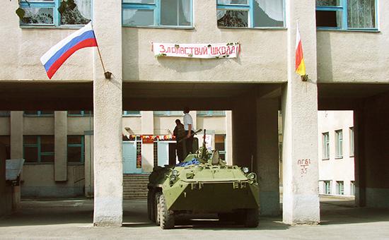 Захваченная террористами школа вгороде Беслан. 1 сентября 2004 года