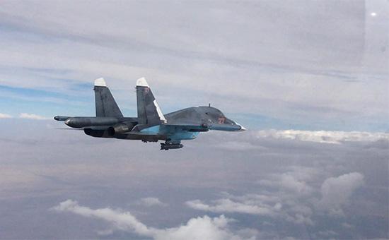 Российский Су-34 вовремя боевого вылета вСирии