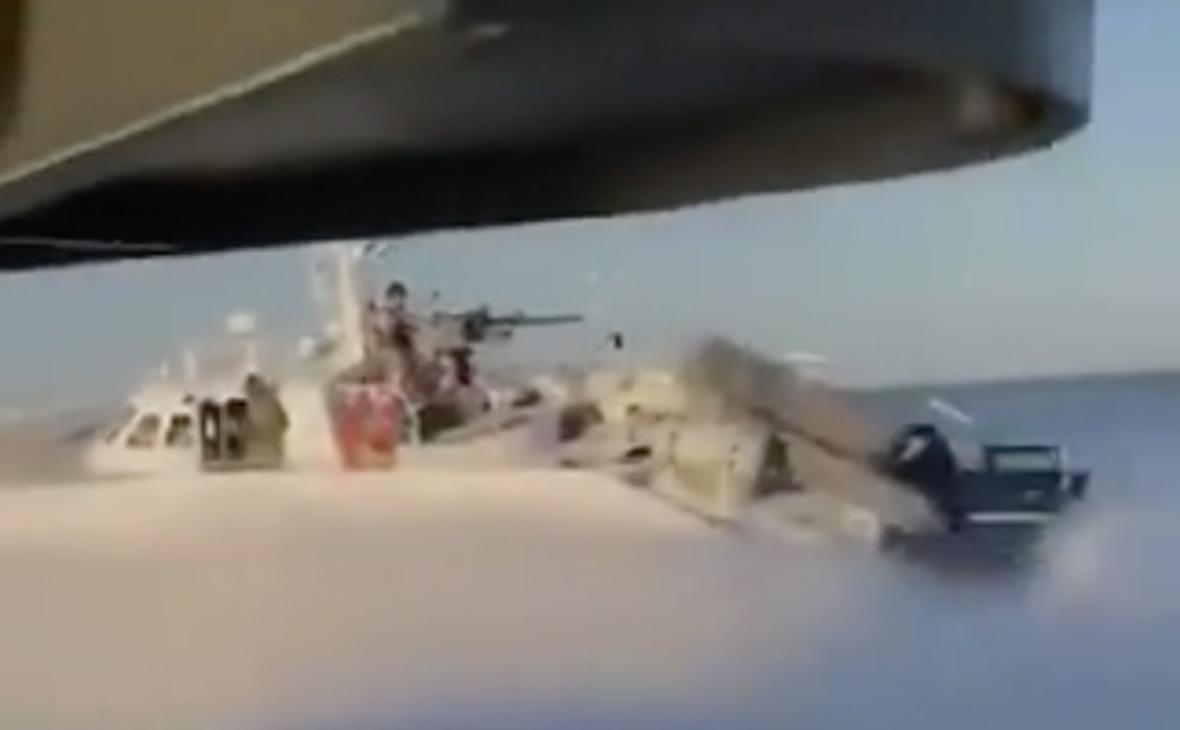 Киев показал кадры с «провокацией российских пограничников» на Азове