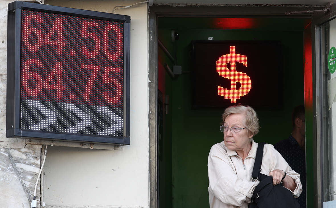 Nga bắt đầu cấm treo bảng tỷ giá hối đoái ngân hàng ngoài đường