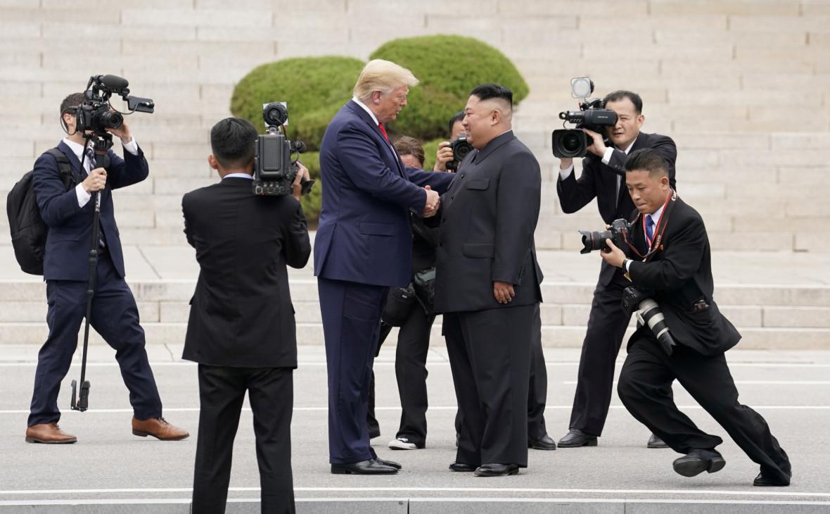 Болтон допустил встречу Трампа и Ким Чен Ына перед выборами в США