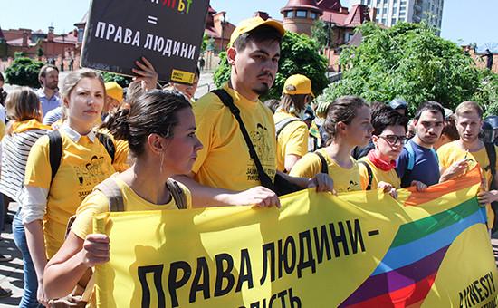 Участники гей-парада «Марш равенства»