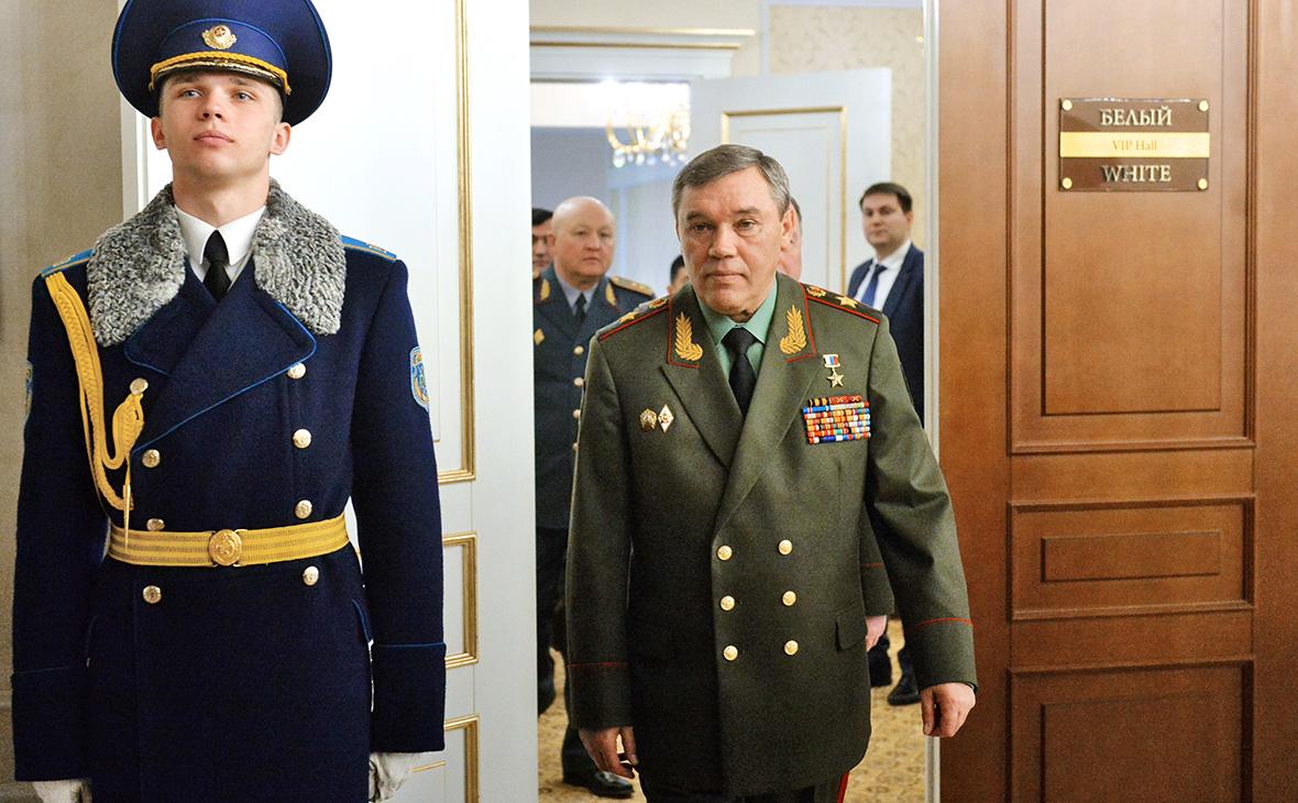 Валерий Герасимов (в центре)