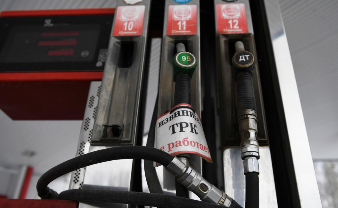«Коммерсантъ» сообщил о скрытом росте цен на бензин через топливные карты