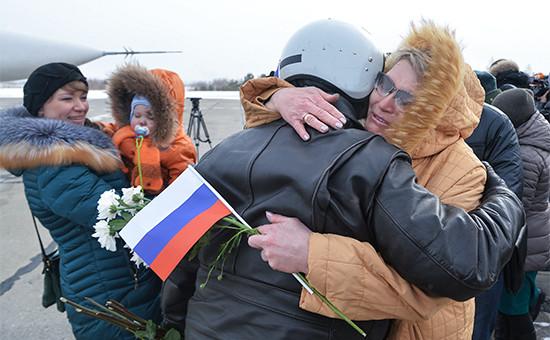 Встреча экипажей бомбардировщиков Су-24М ВКС России, вернувшихся изСирии, нааэродроме Шагол вЧелябинске. 17 марта 2016 года