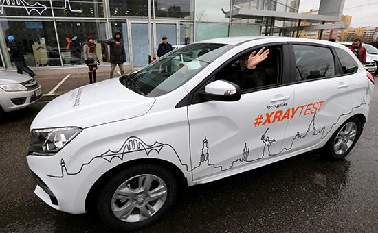 Кроссовер Lada Xray в одном из автосалонов