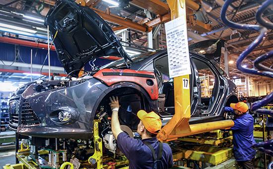 Сборка автомобиля Ford Focus на конвейере завода Ford Sollers во Всеволожске